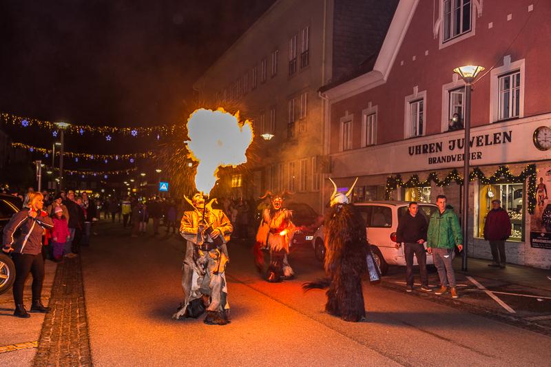 Fotos vom Perchtenlauf & Weihnachtsdorf 2016 sind Online